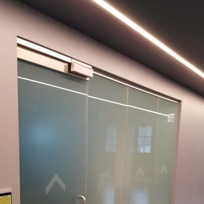 Frosted Office Interior Doors to Create a Discreet Space